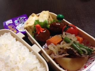 お弁当作ってる〜^_−☆