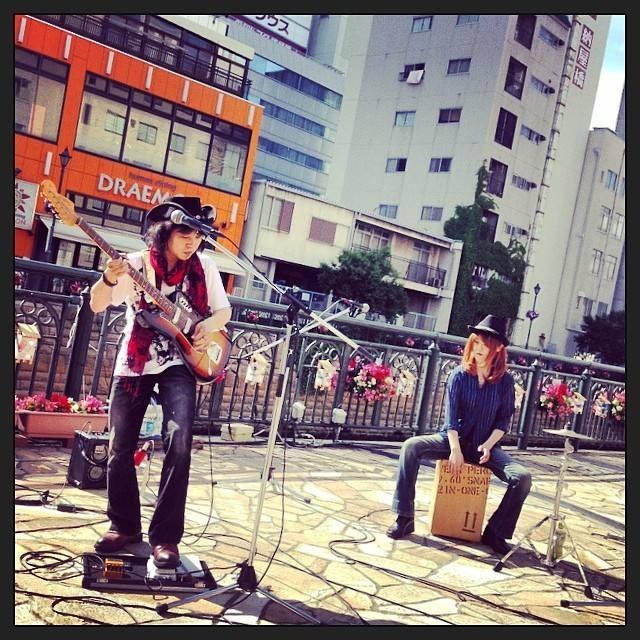 ライブのお知らせ〜^_−☆